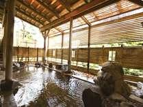 【露天風呂】豊かな緑と霊峰白山からのさわやかな風を感じながらゆったりとご入浴ください♪