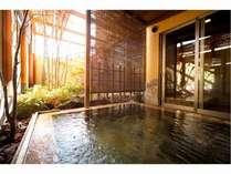 客室露天風呂+内湯付(かけ流しの温泉を独占)