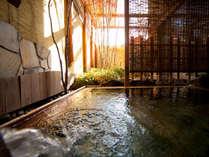肌にやわらかい単純泉。湯上りはしっとりすべすべになります。