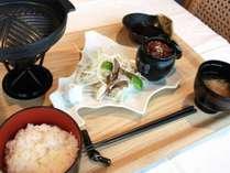 北海道プレートが可愛い、エゾ鹿肉のジンギスカン(イメージ)