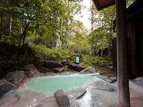周辺は白樺林になっており、最高のロケーション!貸切露天風呂はどなた様も30分無料!
