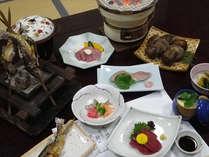 ◆夕食例◆厳選した岐阜の食材にこだわり、四季折々の山の幸を使った料理をお楽しみ下さい。