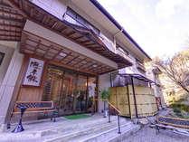 """*岐阜の食材を活かした宿自慢の郷土料理と天然サウナ""""石の湯""""。自然の中で過ごす憩いのひと時を。"""