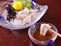 *岩魚のお刺身(お夕食一例)/新鮮な川魚をお召上がりになる直前に裁きます。