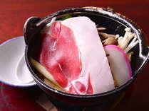 *しし鍋(お夕食一例)/地元飛騨で捕れた野生の猪肉を、三種類の味噌を使った当館秘伝のだしで頂く絶品鍋。