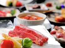 """鮎や馬刺しなどの「ご当地料理」、""""ジュワ~""""っと旨味溢れる「お肉料理」どちらも味わう贅沢♪"""
