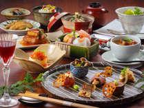 先付・前菜盛り合わせから始まるコース仕立て。日本酒でもワインでも楽しめる創作モダン懐石ディナー。