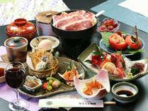 *人気鴨鍋とヘルシーなオリジナル会席料理は素材にもこだわっています。
