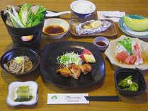 *夕食一例/自家栽培の飯山米やお野菜など、新鮮な地場産食材を使用した郷土料理。