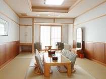 【和室】板間+8畳(1階フロアのため階段の昇降がございます。)