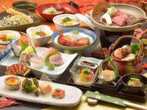 ご夕食の一例(飛騨牛の朴葉焼、松茸と蛤の土瓶蒸しなど)