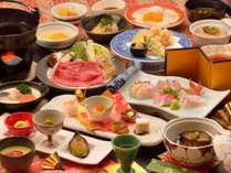 ご夕食の一例(地魚などお造り4点盛、飛騨牛のすき焼き、特製シーフードシチューなど)