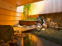 【男性用露天風呂】真竹などの植栽を眺める露天風呂は大浴場に併設