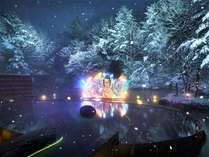 【ねぶり流し灯篭】青森屋の冬の風物詩。露天風呂につかりながら、幻想的なねぶたを楽しみます。