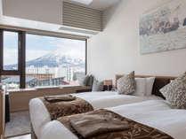 お部屋からは羊蹄山を一望!ツインベッド・ダブルベッド共に対応可能です