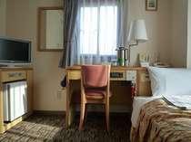 シングル一例です。 身体の疲れをとってゆっくりとおくつろぎ頂けるお部屋です。