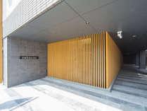 京都駅の「八条東口」より徒歩3分。笑顔で皆さまをお出迎え致します!