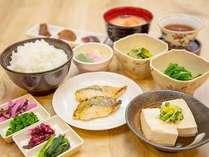 和洋日替わりのビュッフェ朝食(和食盛り付け一例)
