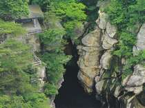 遊歩道と磊々峡