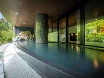 雄大な景観に抱かれる開放的なインフィニティ風呂非日常の時間をおたのしみいただけます。