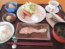 *【和朝食一例】ご飯や味噌汁、焼き魚などをお召し上がりください