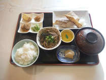 【夕食一例】レストランの定食メニューの中からお選びいただけます。