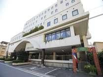 【ホテル外観】ワカヤマ第2冨士ホテルは静かな住宅街に位置します。
