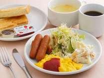 無料朝食バイキングは和洋メニューをご用意♪新登場のビーフカレーも大人気です♪<毎朝6:30~9:00>
