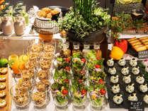 1階「Hids' cafe & bar」で朝食ビュッフェをお召し上がりいただけます。(和食・洋食・中華)