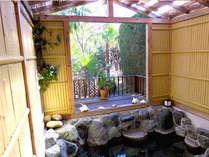 24時間いつでも入浴できる天然温泉。部屋毎に貸切できるくつろぎの空間です。