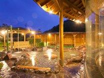 トロトロの泉質はご遠方からのファンも多い。大自然に囲まれた露天で癒しのひと時を。