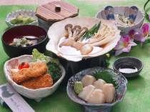 ほたてづくし御膳・・・甘味たっぷりの紋別産ほたてを、刺身やフライなど色々な味付けでお召し上がり下さい