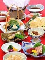 ご夕食は京料理をご用意します♪新鮮な京野菜、旬の食材をお楽しみ下さい。
