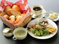 朝食全体の一例です。洋風の朝食をご用意いたします。