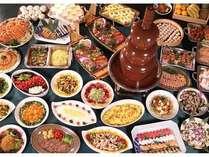 夕食マルスコイでのバイキングの料理の数々。これだけではありません!!和洋中80品以上があります。