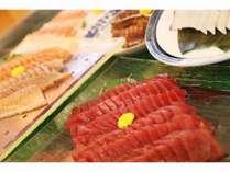 夕食バイキング「マルスコイ」では刺身も食べ放題です。