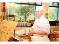 夕食「マルスコイ」ではお寿司を注文してから握ります!