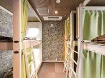 8ベッドがあるお部屋です。(部屋によって配置が異なります。)