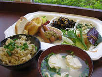 朝食7:00~9:30まで無料サービスです。(バイキングスタイル)