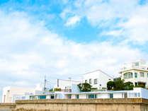 悠然と広がる秋谷の海を前とする白亜の家。日本が誇る近代建築家「吉村順三」氏が設計。