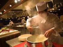 出来立てのお料理を提供する食の感動、四季彩ダイニング美厨