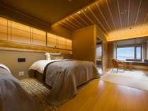 露天風呂付客室「燦里」(さんり)/和風ベッドルーム※晴天時には富士山を眺めてゆっくり温泉を満喫