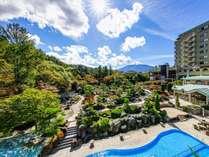 富士の麓に佇む和風旅館(庭園側外観)/2万5千坪の癒しの空間