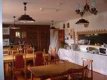 [写真]食堂は、ゆったりスペース。