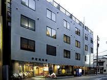 京都駅まで3分・バスターミナルまで1分と京都観光に最適の立地です
