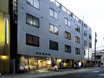 京都駅まで3分・バスターミナルまで1分と京都観光に最適の立地です。