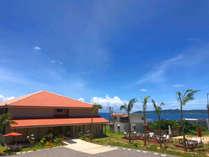 【ホテル外観】石垣島の西海岸の高台に立つ、風光明媚なロケーションのホテル。