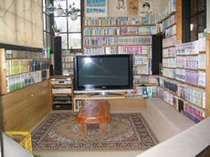 貯蔵マンガと50インチプラズマテレビ