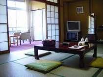 お部屋は全室和室でございます。日本の昔ながらの雰囲気をたっぷりと味わっていただけます。