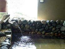 【露天風呂】開放的な空間で温泉につかるひと時…